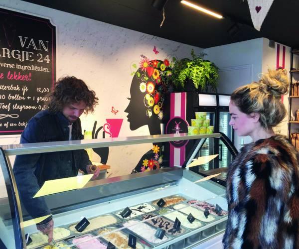 Bakkerij Wijnsma Stiens verkoopt nu ook ijs van Margje 24