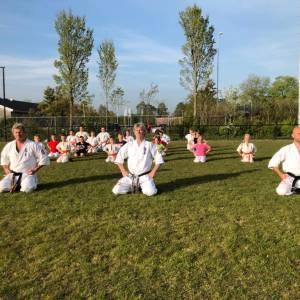 Jonge karateka's Iryoku trainen weer samen
