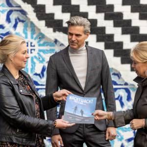 Kunst&cultuurmagazine Visit Friesland overhandigd aan gedeputeerde Avine Fokkens-Kelder