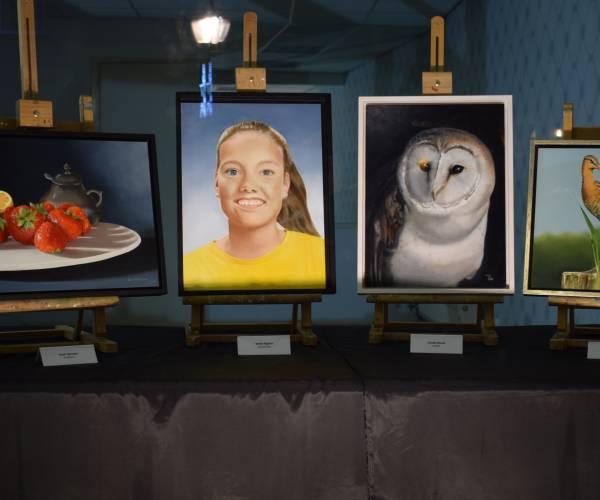 Kunst in etalage leeg pand naast Søster B.
