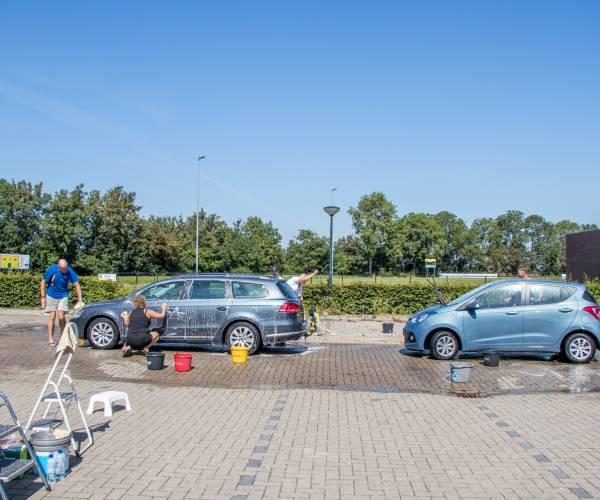 Autowassen voor Tanzania groot succes