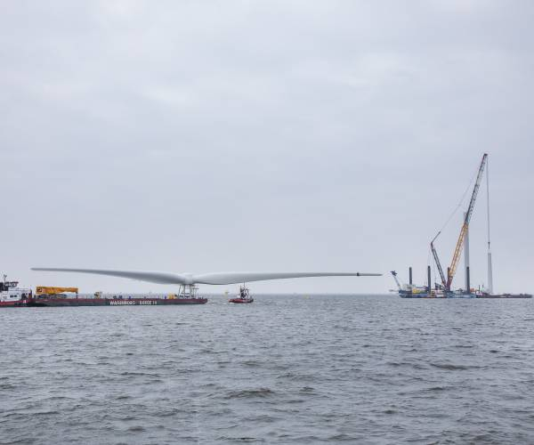 Windpark Fryslân start met opbouwen windturbines in IJsselmeeer