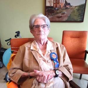 Jeltje Visser-Bakker vierde afgelopen zaterdag haar 100e verjaardag