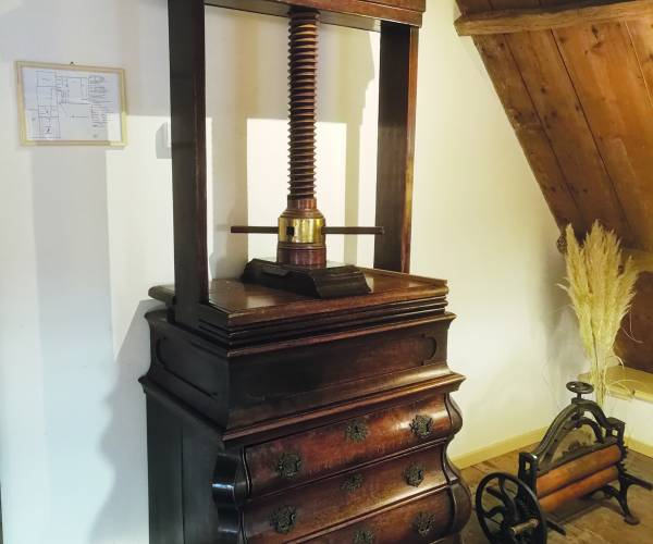 Friese musea en instellingen ontvangen schenking familie van Haersma Buma