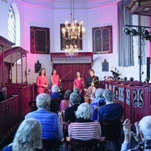 Evenementen huiskamertheater 'De Wier' succesvol in Nicolaaskerk Koarnjum
