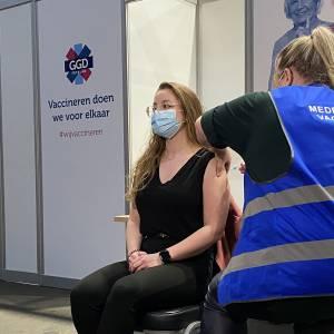 Besmettingen dalen, vaccinatie gestart, maar zorgen door Britse variant