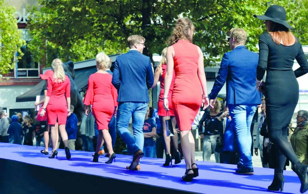De Nieuwste Trends Kleding.Mode Spektakel In Stiens Stienser