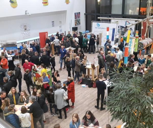 Topdrukte op de Regionale beroepenmarkt op Campus Middelsee