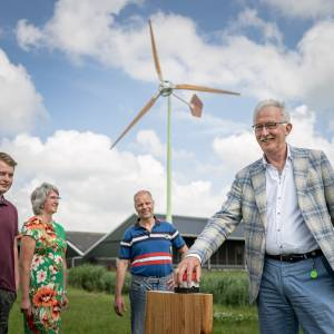 De eerste Fryske kleine boeren-windmolen staat in Menaam