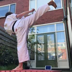 Karateka's Iryoku volgen thuis unieke les van Japanse kampioenen