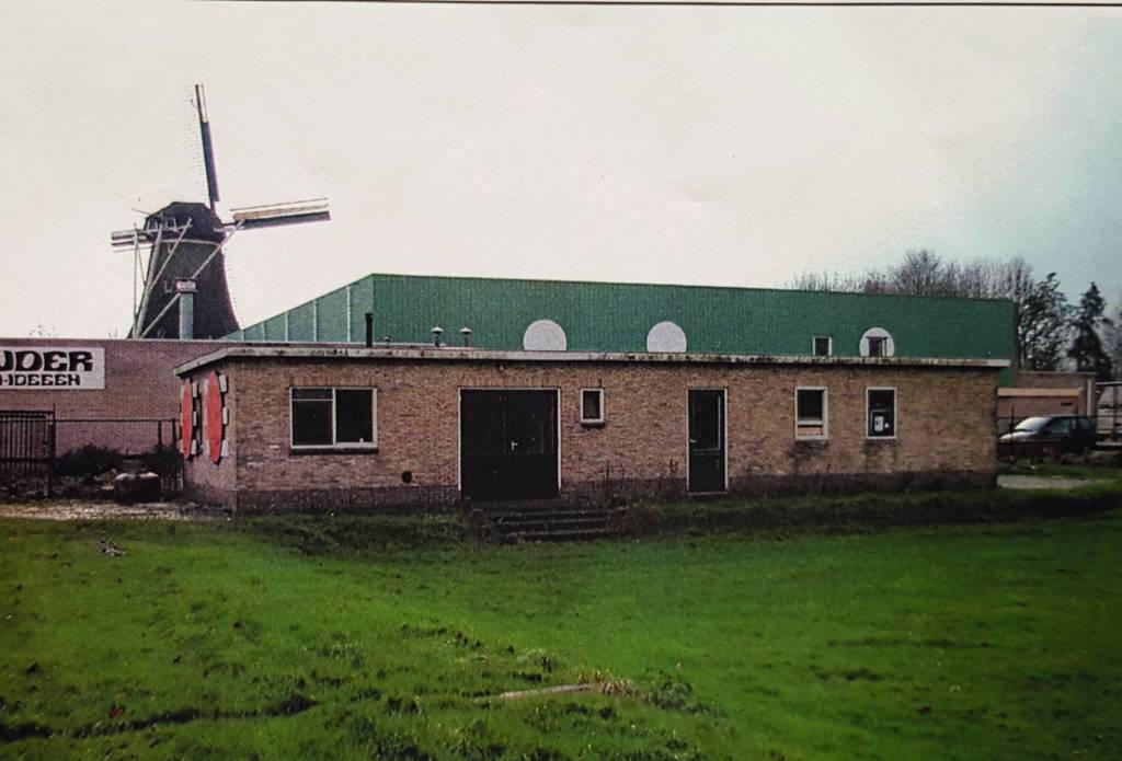 Een grote verandering van de laatste 25 jaar Kc de Boer is de komst van de accommodatie. Op foto het hok waar het allemaal begon. Foto: Hans Zwart, 1994.