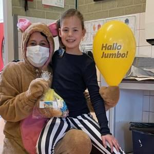 Kinderen en leerkrachten van OBS de Twilling verrast met een lekkere paasbrunch