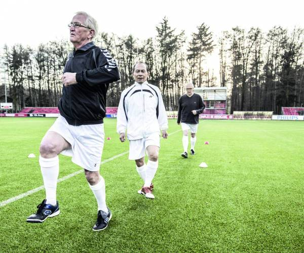 Old Stars Walking Footbal